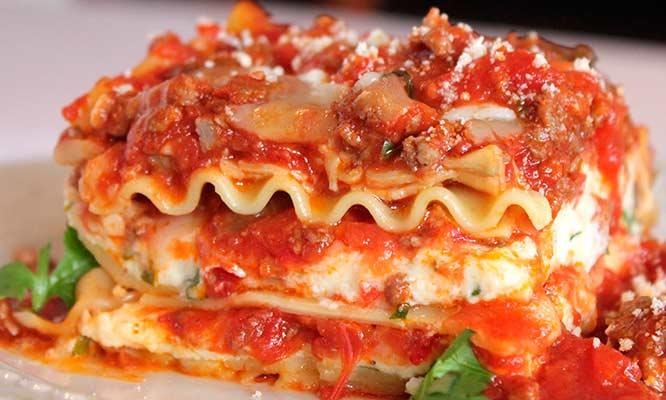 Buffet de comida italiana porci n de pan al ajo refill for Comida italiana
